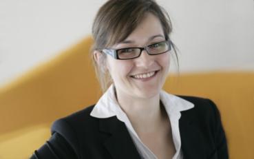 Seit 2017 ist Lydia Plieschnig als Sidepreneur bei Schrift-Architekt.de tätig. In den Jahren zuvor entwickelte sie ihre Fähigkeiten als Projektmanagerin und Support in einem Software-Unternehmen.